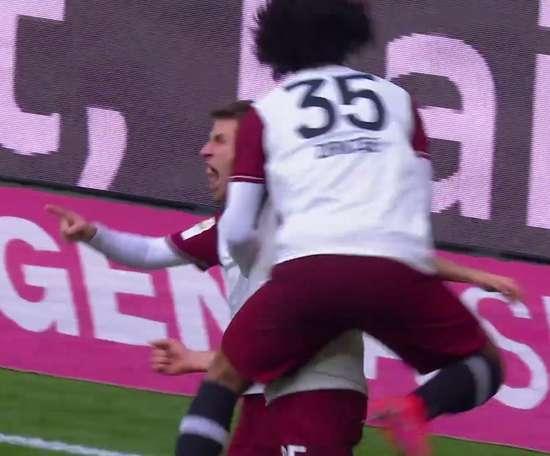 Il goal di Müller contro l'Amburgo. Dugout