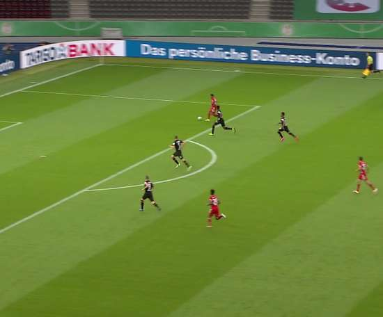 Gnabry marca na final da Copa da Alemanha 2020. DUGOUT