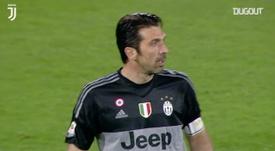 La parata di Buffon contro la Fiorentina. Dugout