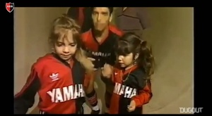 Newell's pay homage to Maradona. DUGOUT