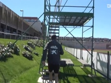 VIDEO: Luis Enrique coaches Spain players from a scaffolding platform. DUGOUT