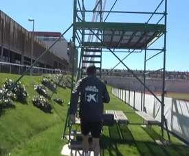 VIDEO: Luis Enrique coaches Spain players from a scaffolding platform. DUGOUT