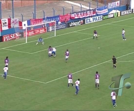 Les débuts de Suarez avec Nacional. DUGOUT
