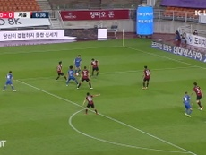 Suwon and Seoul drew 3-3 in the K-League. DUGOUT
