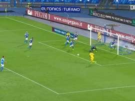 Arkadiusz Milik marca duas vezes contra o Hellas Verona. DUGOUT
