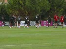 Le stelle del Bayern si preparano per il Barça. Dugout