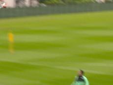 Liverpool treina finalização para a volta da Premier League. DUGOUT
