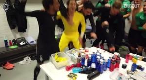 Il Borussia festeggia il passaggio del turno. DUgout