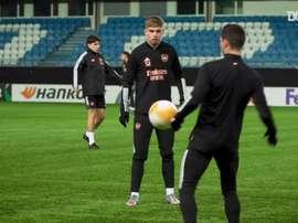 Arsenal treina antes do duelo contra o Molde na Liga Europa. DUGOUT