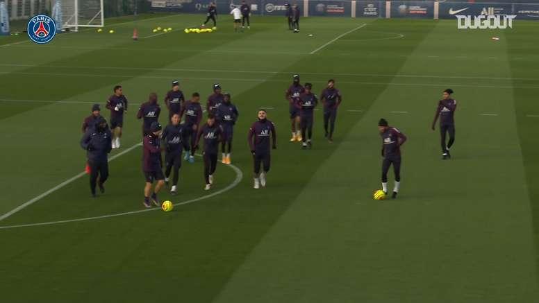 VIDÉO: La dernière séance d'entraînement des parisiens avant le match face à Monaco. Dugout