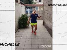 Jogadores do time de futebol feminino do Santos demonstraram habilidade em meio a quarentena. DUGOUT