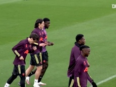Cavani treina no United de olho no duelo contra PSG. DUGOUT
