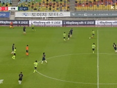 Adam Taggart scored for Suwon, but the Bluewings lost 1-3 to Jeonbuk. DUGOUT