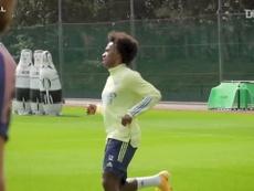 Willian treina pela primeira vez no Arsenal. DUGOUT