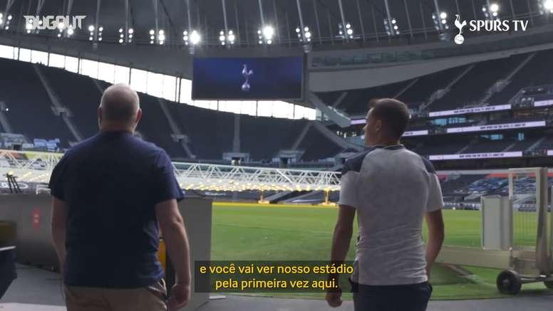 Reguilón se impressiona com estádio do Tottenham. DUGOUT