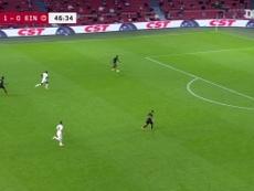 La superbe passe décisive d'Antony contre l'Eintracht. Dugout