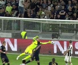 La rete di Alves contro il Monaco. Dugout