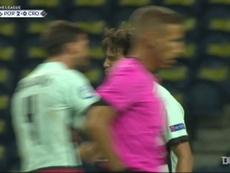 Le premier but de Joao Felix avec le Portugal. dugout