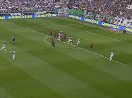 Le coup franc splendide de Pirlo contre Cagliari. DUGOUT