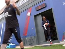 Premier entraînement collectif pour le PSG. dugout