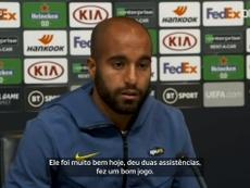Lucas Moura falou sobre a presença de Carlos Vinícius no Tottenham. DUGOUT
