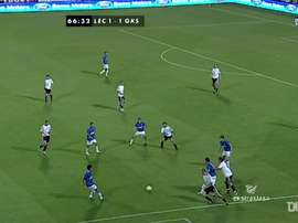 Le superbe premier but de Lewandowski à l'Ekstraklasa. dugout