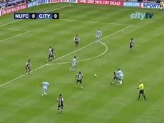 Un doblete de Yaya Touré dio la primera Premier al Manchester City. Captura/Dugout
