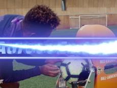 Lucas desafia Gedson Fernandes em duelo de domínio de bola no Tottenham. DUGOUT