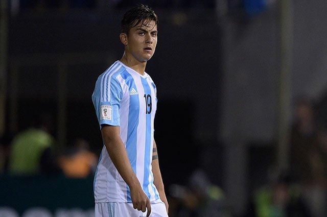 Messi dio la razón a Dybala. AFP
