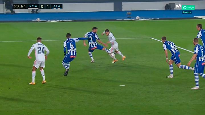 Posible penalti y lesión de Hazard