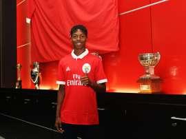O jovem de 18 anos estendeu a sua ligação às 'águias'. Twitter/Benfica