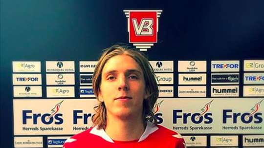 Edmundsson firma para vestir la camiseta del Odense. Twitter