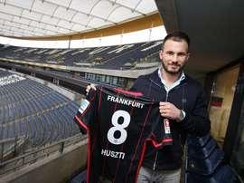 Eintracht Frankfurt, firma Huszti. Twitter