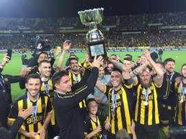 El 'Cebolla' Rodríguez levantó el título. Peñarol