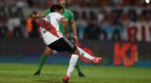 Subastaron las botas del Pity Martínez y Nacho Scocco.  Twitter/CARPoficial