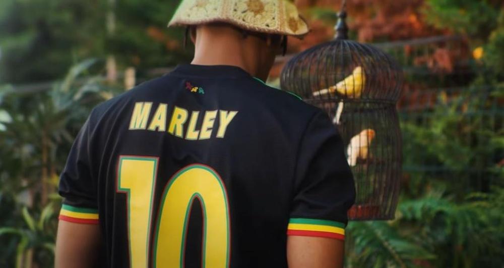 L'UEFA force l'Ajax à modifier son maillot hommage à Bob Marley. GOAL