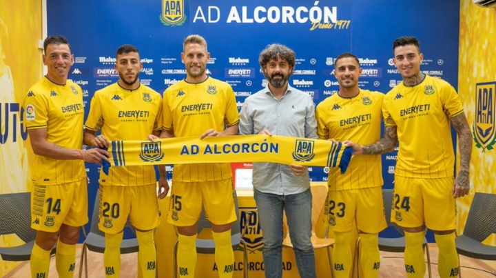 El Alcorcón realizó ocho fichajes hasta la fecha. Twitter/AD_Alcorcon