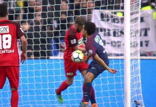 El VAR entró en acción en la final de la Copa de Francia. Twitter/Chirichampions