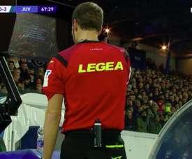 L'arbitre siffle un penalty pour la SPAL... avec un Talkie Walkie ! Capture/beINSPORTSHD2
