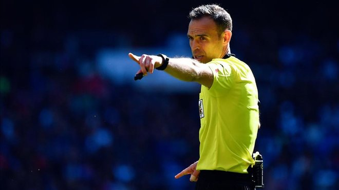 El CTA quiere informadores arbitrales en todo el fútbol español. AFP