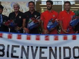 El Atlético de Madrid, recibido con ramos de flores en su llegada a Japón. ClubAtléticodeMadrid