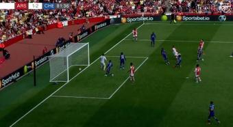 El balón pasó la línea de meta, pero el árbitro interpretó que no era gol. Captura/ArsenalFC