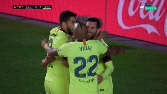 Messi celebrates with team mates. Screenshot/Movistar