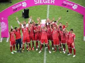 Le Bayern de Munich soulève la Telekom Cup. FCBayern