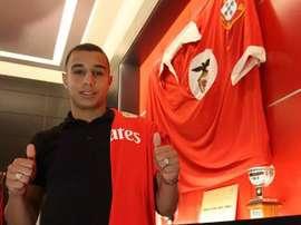 El Benfica anunció el fichaje del joven delantero holandés Bilal Ould-Chikh. Twitter