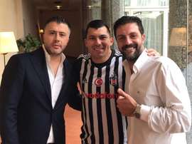 Besiktas appoint Medel as their new player