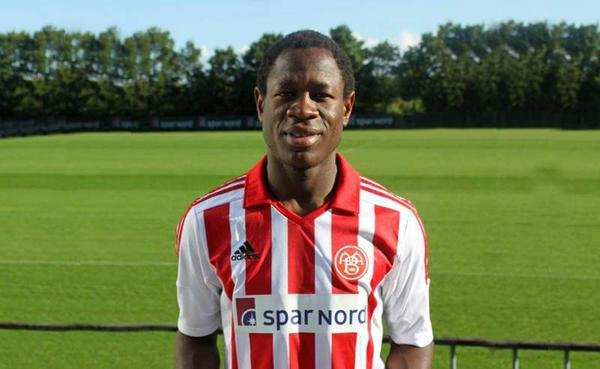 El camerunés Bassogog tiene 20 años, aunque no los aparenta. Twitter.