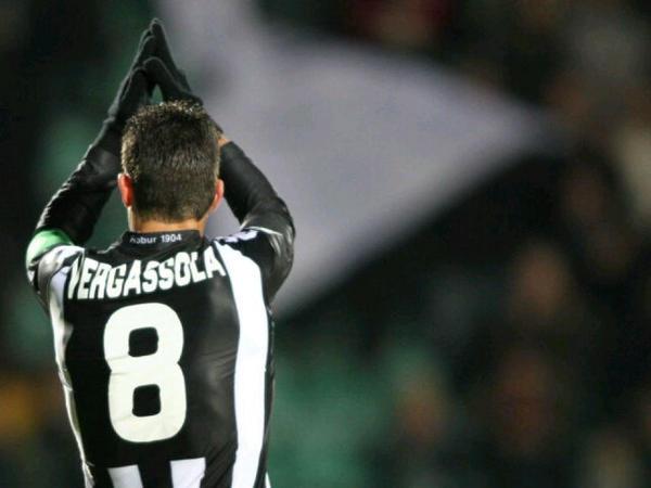 Vergassola ya está retirado, pero siempre llamó la atención en los terrenos de juego. Twitter
