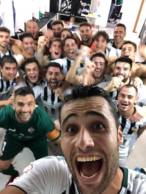 En el Castellón celebraron los tres puntos por todo lo alto. Twitter/acampos13