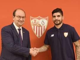 Oficializado o regresso do meia argentino ao Sevilla. SevillaFC